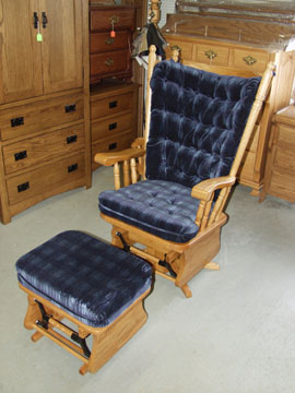 Superbe Amish Solid Oak Glider With Padded Seat And Matching Solid Oak Padded  Ottoman